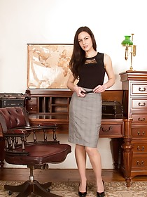Tight grey skirt brunette shows her awesome-looking pussy in a fancy room